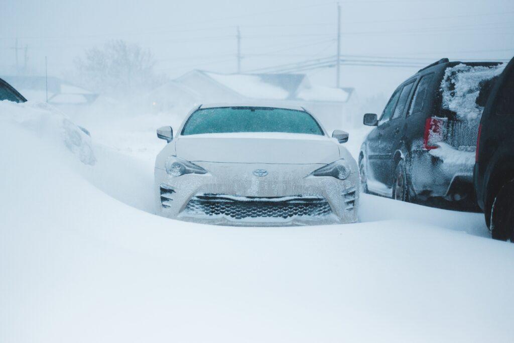 Bil ute om vinteren